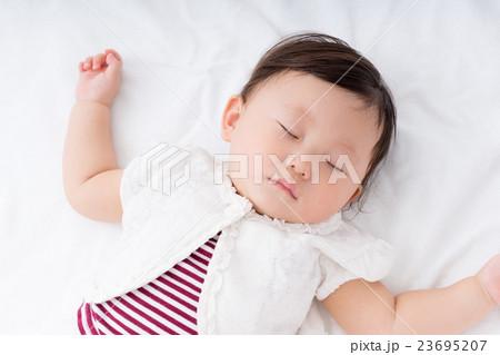 7c6b910ce03f7 赤ちゃん 女の子 寝顔 睡眠の写真素材 - PIXTA