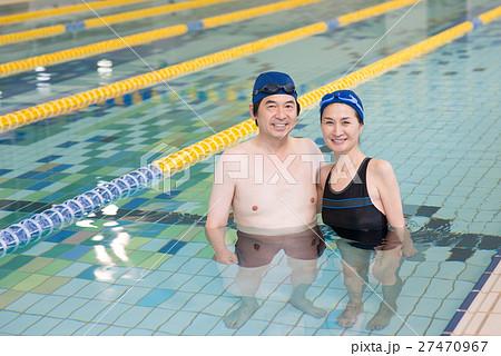 6b99dbb0aee プール 女性 スポーツクラブ シニアの写真素材 - PIXTA
