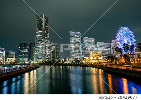 横浜 みなとみらい 夜景 ランドマークタワーの写真素材 Pixta