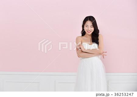 5eff3fcf5dd3a 花嫁 ウェディングドレス ビューティー 韓国人の写真素材 - PIXTA